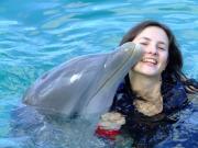 Веселая дружба с дельфином