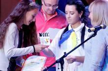 Анна Лиходід з Чернігова отримує нагороду професійного журі ІV МДКФ NEXT