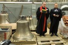 Церемония подъема новых колоколов на возрождаемой кирхе (2010 г.)