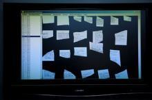 Экран компьютера Институт имени Фрауэнхофера, на котором видны обрывки документов из архива Штази. Фото: Markus Schreiber / АР