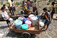 В очереди за водой. Фото: Channi Anand / AP