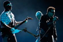 Выступление группы U2. Фото: John Kolesidis / Reuters
