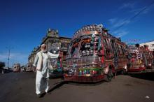 Межгородские автобусы в Пакистане. Фото: Akhtar Soomro / Reuters