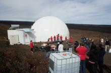 Выход участников третьей миссии HI-SEAS. Фото: АР