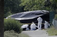 Следователи работают на месте теракта в Сан-Кантен-Фалавье. Фото: Laurent Cipriani / AP