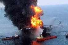 Пожар на платформе. Deepwater Horizon Фото: Global Look