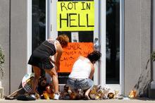 Плакаты у офиса Уолтера Палмера в Миннесоте. Фото: Ann Heisenfelt / AP