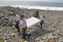 Найденный на Реюньоне обломок самолета. Фото: Lucas Marie / AP