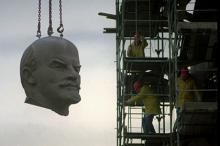 Демонтаж памятника Ленину в Берлине в 1991 году. Фото: Hansi Krauss / Reuters