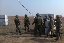 Бойцы морской пехоты и Нацгвардии на блокпосту