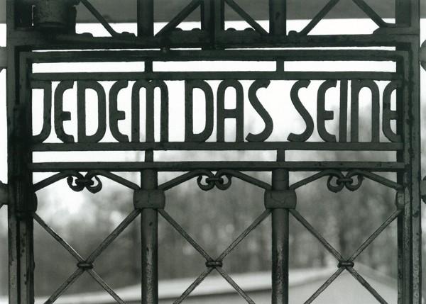 идет надпись на немецком каждому свое однокомнатную квартиру, отличном