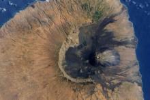 Вулкан на острове Фогу Фото: NASA