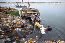 Берег Ганга в Варанаси. Фото: Danish Siddiqui / Reuters