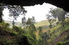 Вход в пещеру Мота. Фото: Kathryn and John Arthur
