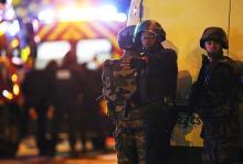 Представители сил безопасности возле концертного зала «Батаклан». Фото: Reuters с сайта Лента РУ