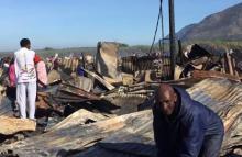 Последствия пожара в трущобах Кейптауна, 29 ноября. Фото: кадр видео Facebook