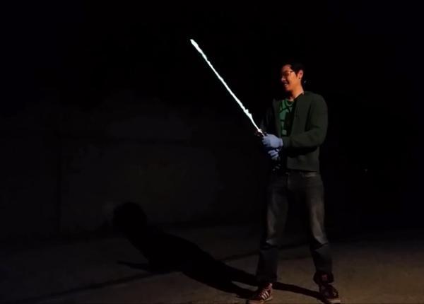 Реальный световой меч из «Звёздных войн»: он работает!