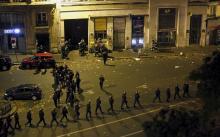 Во время теракта у театра. Фото с сайта stihiya.org.
