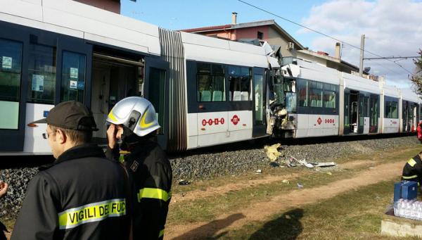 В сардинском городе Кальяри столкнулись поезда метро, более 50 человек ранены