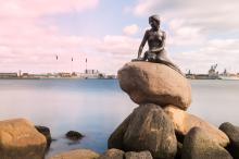 Статуя «Русалочка» в порту Копенгагена