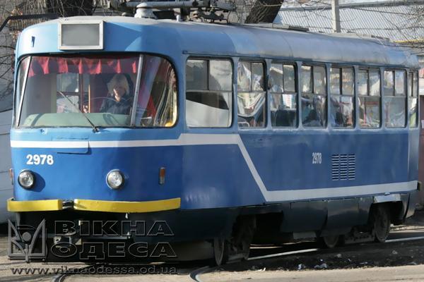 НаМолдаванке под рельсами трамвая создалась яма