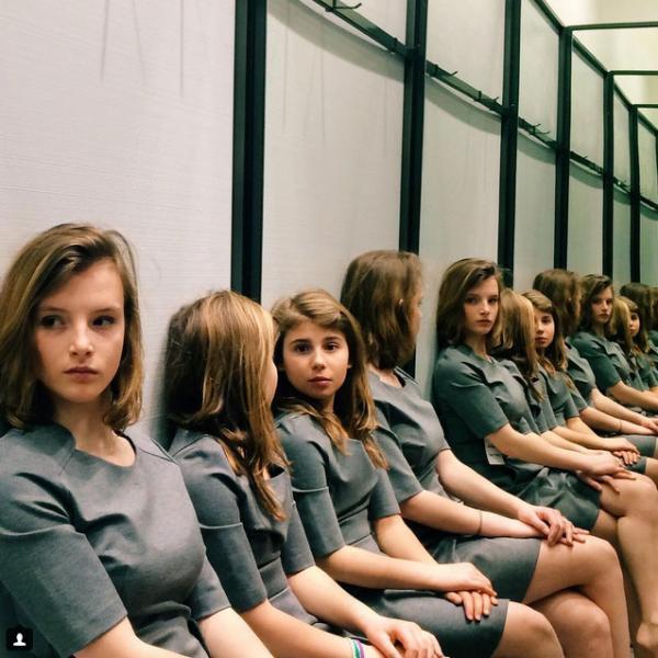Пользователи Instagram не могут решить сколько девочек изображено на фотографии