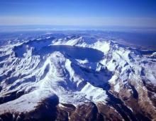 Пэктусан - высшая точка Корейского полуострова (2744 м)