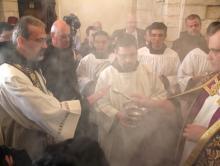 Отец Пьербаттиста Пиццабалла (слева). Flash90. Фото: Н.Хашламун