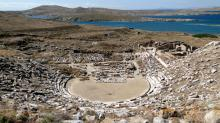 Древнегреческий амфитеатр на Делосе. Фото: Bernard Gagnon / Wikimedia