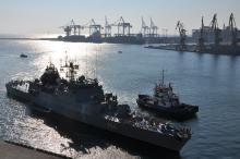 Участник учений - корвет ВМС Румынии Contra-Amiral Eustaţiu Sebastian (F-264) - в Одесском порту. 18 июля 2016 г. Фото с сайта  port.odessa.ua