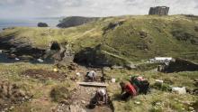 Раскопки вокруг замка Тинтагель.  Фото: Emily Whitfield-Wicks / English Heritage