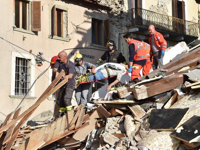 ВИталии насчитали не менее 120 жертв разрушительного землетрясения