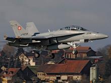 Военный самолет F/A-18. Wikipedia.org . Фото: Erich Riester