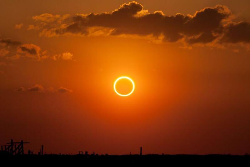 Сегодня внебе— Кольцевое солнечное затмение