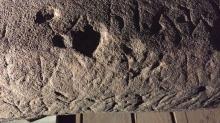 Фрагмент поверхности камня и этрусской надписи. Фото: Mugello Valley Archaeological Project