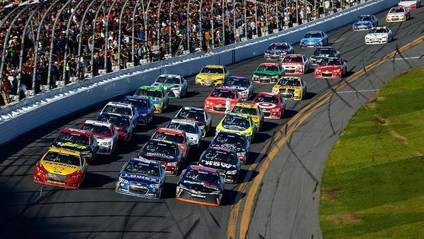 Гонщики NASCAR устроили драку после заезда