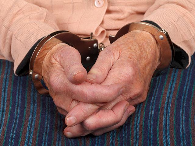 Житель америки ограбил банк, чтобы втюрьме исчезнуть от супруги
