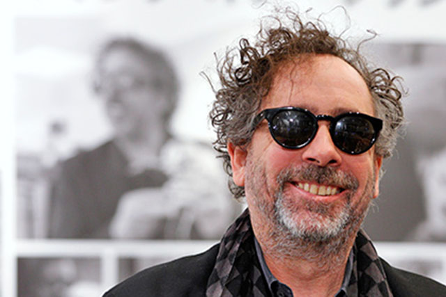 Кинорежиссер Тим Бертон оставил отпечатки рук иног наАллее славы