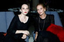 Ума Турман и Майя Хоук. Фото с сайта hellomagazine.com