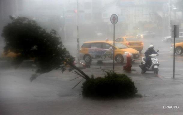 НаТайвань надвигается тайфун— скорость ветра 240 км/ч