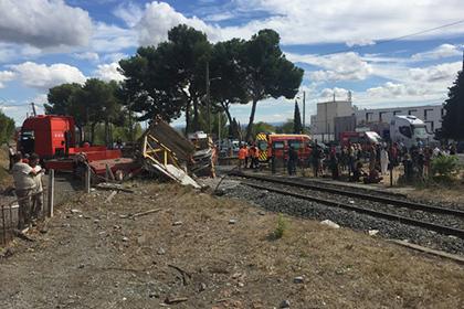 Неменее 30 человек пострадали при столкновении поезда с грузовым автомобилем вСловакии