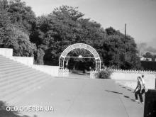 Вход в Лунный (Пионерский) парк. Фотограф Владимир Лисовский. 1960-е годы