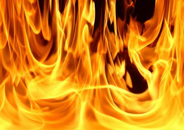 Масштабный пожар вОдессе: неизвестные подожгли заброшенное сооружение и грузовой автомобиль