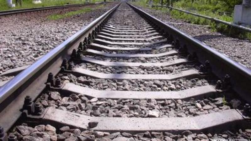 Под поезд Одесса— Москва попал парень, спасавший друга
