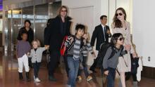 Анджелина Джоли и Брэд Питт с детьми. Фото: Global Look Press