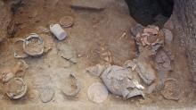 Погребальные дары, найденные во время раскопок в Вульчи (сентябрь 2016). Фото: ANSA