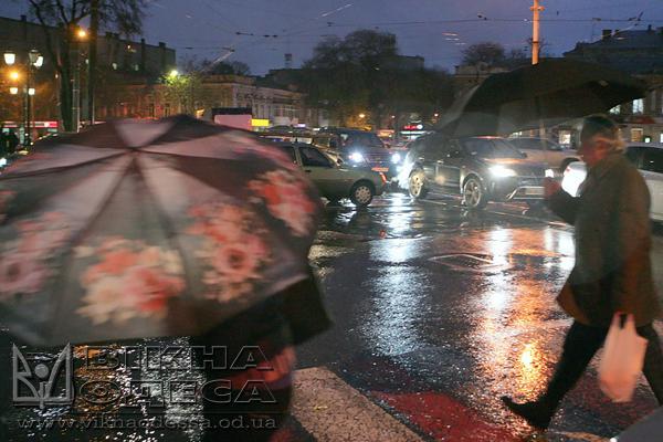 Одесситов из-за шторма 12октября просят неидти наработу
