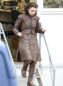 Мэйси Уильямс на съемках седьмого сезона «Игры престолов»