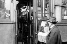 Пассажиры трамвая во время эпидемии «испанки» в Сиэтле. Фото: Wikipedia