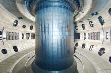 Внутри токамака DIII-D. Фото: Fusion Website